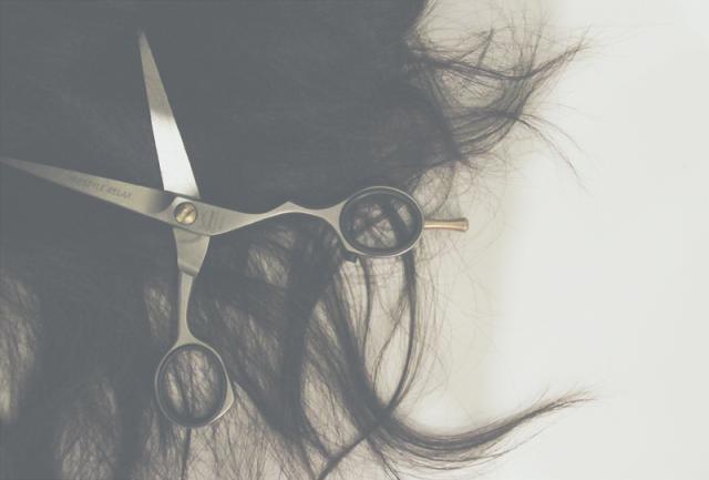 Po czym poznać, że włosy potrzebują cięcia?