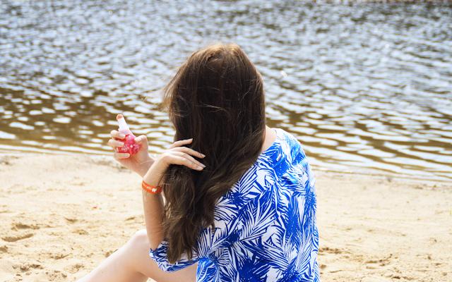 Włosy na wakacjach: 9 kosmetyków, które zadbają o Twoje włosy latem